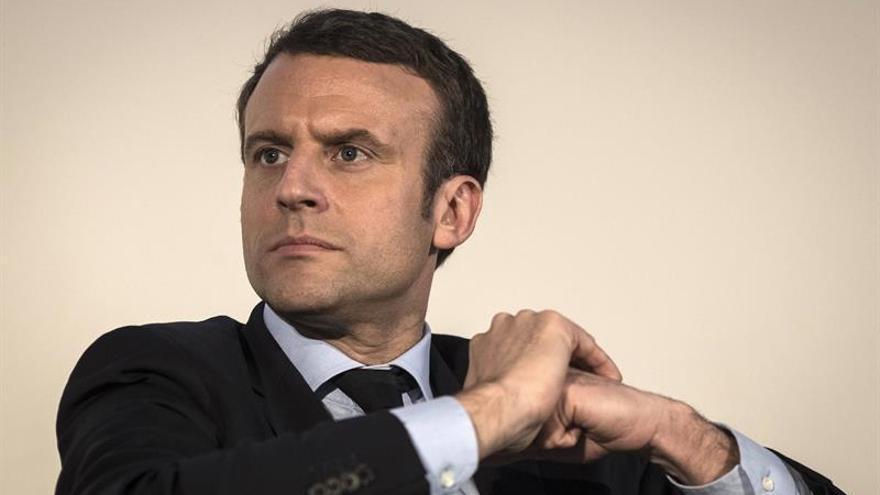 Macron propone restablecer un servicio militar de un mes en Francia