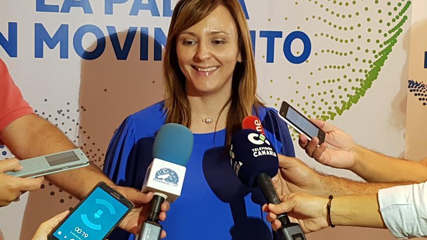 Nieves Lady Barreto atiende a los medios tras su elección como secretaria general de CC. Foto: LUZ RODRÍGUEZ.