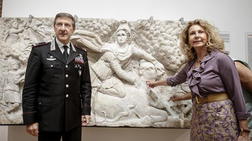 """Roma expone el relieve de """"Mitra matando al toro"""" tras su recomposición total"""