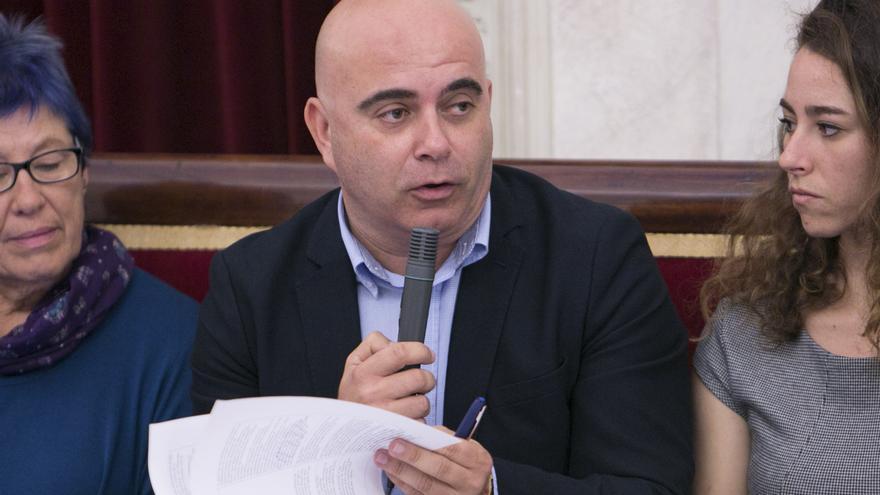 David Navarro, en un pleno del Ayuntamiento gaditano.