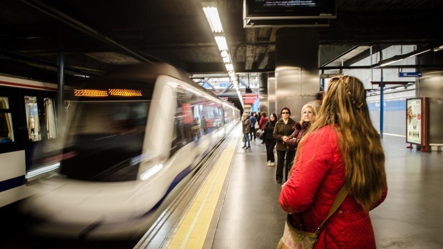 """Cifuentes asegura que """"no ha habido ningún incidente"""" en el primer día laborable de cierre de 23 estaciones de la L1"""
