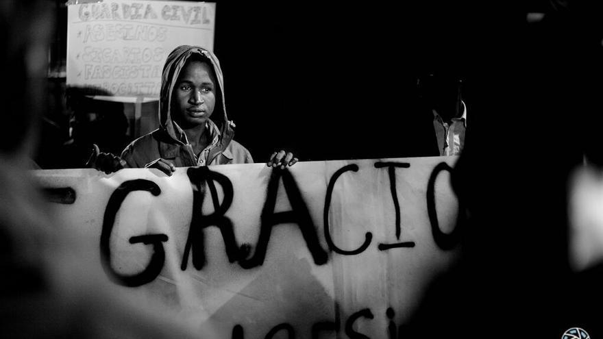 Imagen de la cabecera de la marcha de Barcelona en repulsa por las muertes de Ceuta / Foto: Mar Lizana / Fotomovimiento