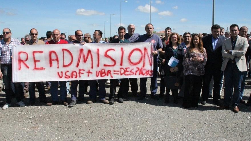 Los afectados del ERE de la base de Morón acuerdan encierros en los ayuntamientos y pasar a las movilizaciones