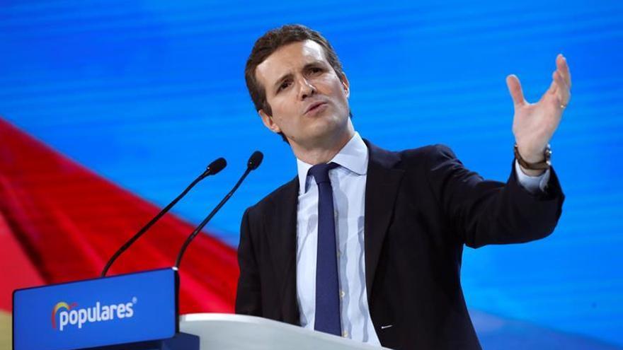 Casado aborda con los barones la estrategia electoral tras el pacto andaluz