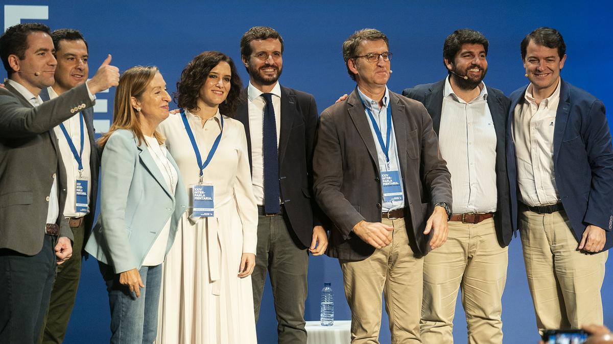 Pablo Casado, junto a los presidentes autonómicos del PP en una imagen de archivo.