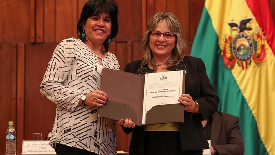 Entregan credenciales a los magistrados electos en los comicios judiciales en Bolivia