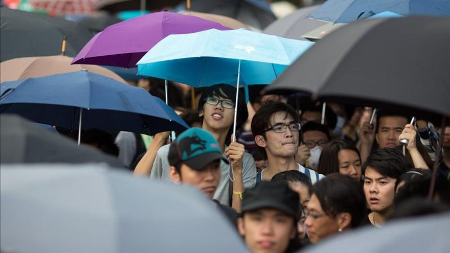 Manifestantes de Hong Kong se muestran desafiantes ante un inminente desalojo