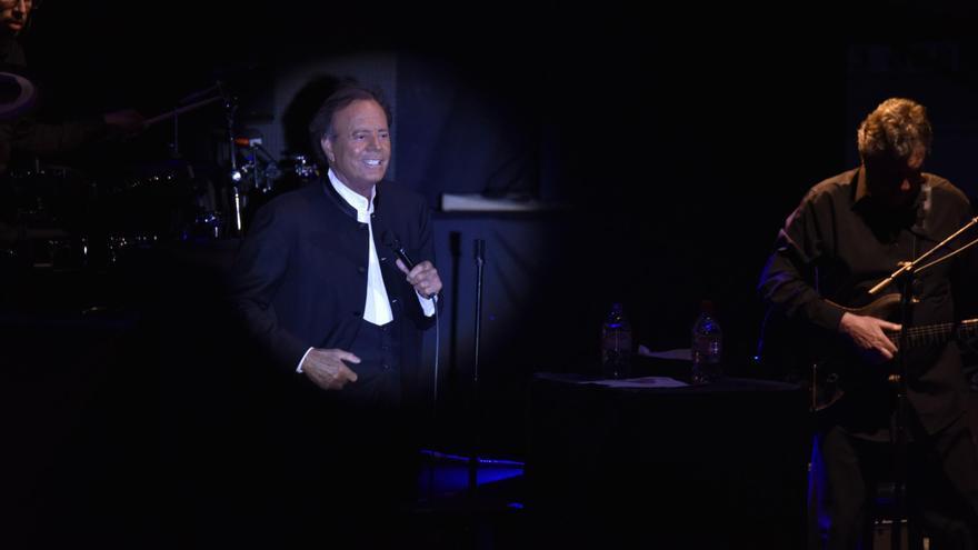 Julio Iglesia, este sábado, durante el concierto ofrecido en Santa Cruz de La Palma.