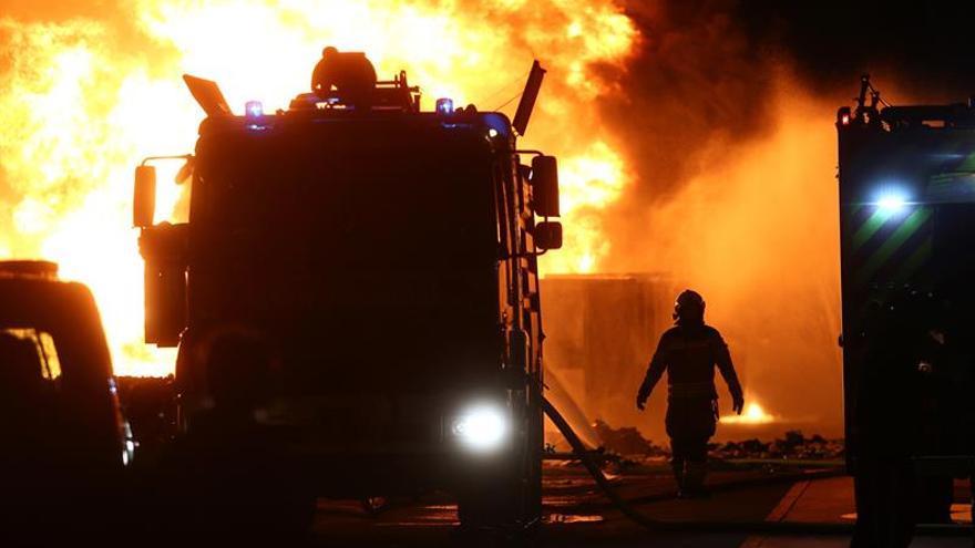 Incendio reciente en una nave de reciclaje de Alcorcón (Madrid).