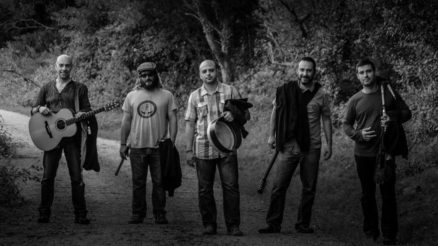 El grupo de folk cántabro Cahórnega actuará en Pie de Concha. | CAHÓRNEGA