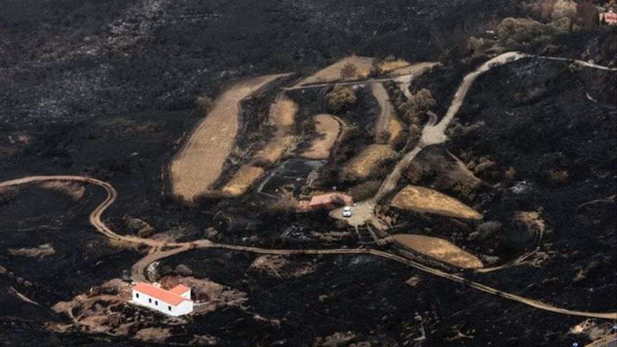 Efectos del incendio desde el helicóptero del GES