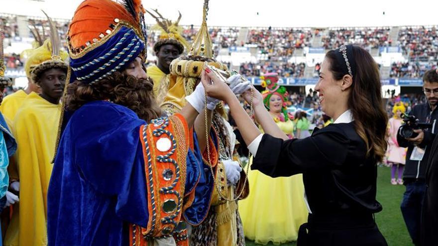 La alcaldesa de Santa Cruz de Tenerife, Patricia Hernández hizo entrega de la llave de la ciudad a los Reyes Magos.