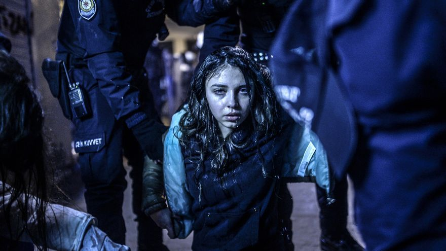 Una joven herida durante las manifestaciones de Estambul en marzo de 2014. Bulent Kilic/Premio World Press Photo
