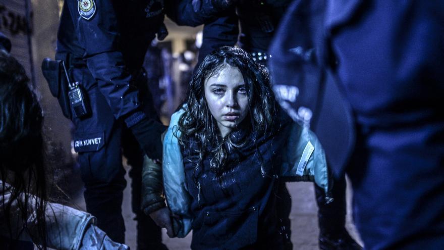 Una joven herida durante las manifestaciones de Estambul en marzo de 2014. Bulent Kilic/Premio World Press Photo
