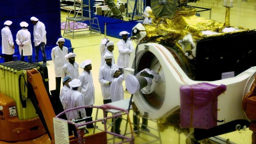 India intentará mañana de nuevo lanzar su misión al polo sur de la Luna