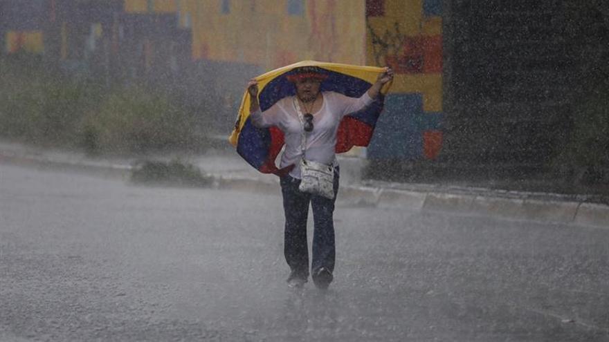 La oposición venezolana protesta en Caracas contra un posible juicio a la fiscal