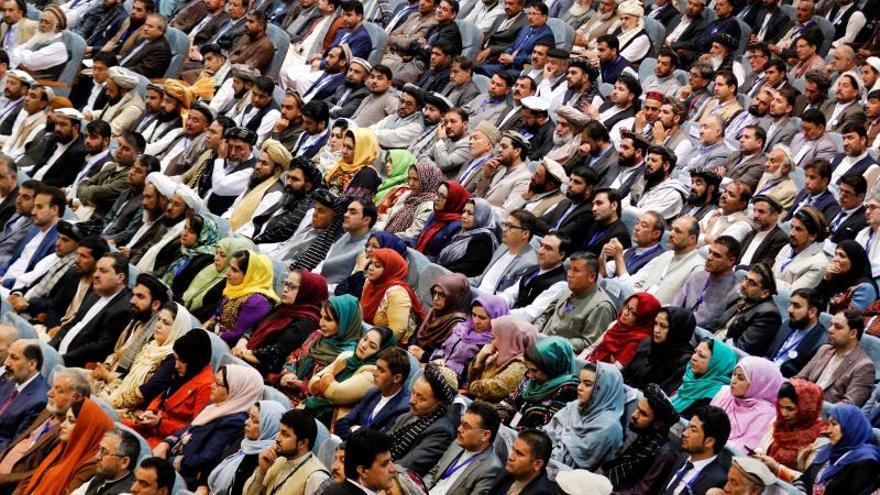 Más de 3.000 afganos buscan un plan para negociar con los talibanes