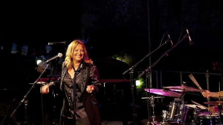 Patricia Kraus presenta el sábado en Civivox Iturrama su último trabajo 'Divazz', que combina música blues y jazz
