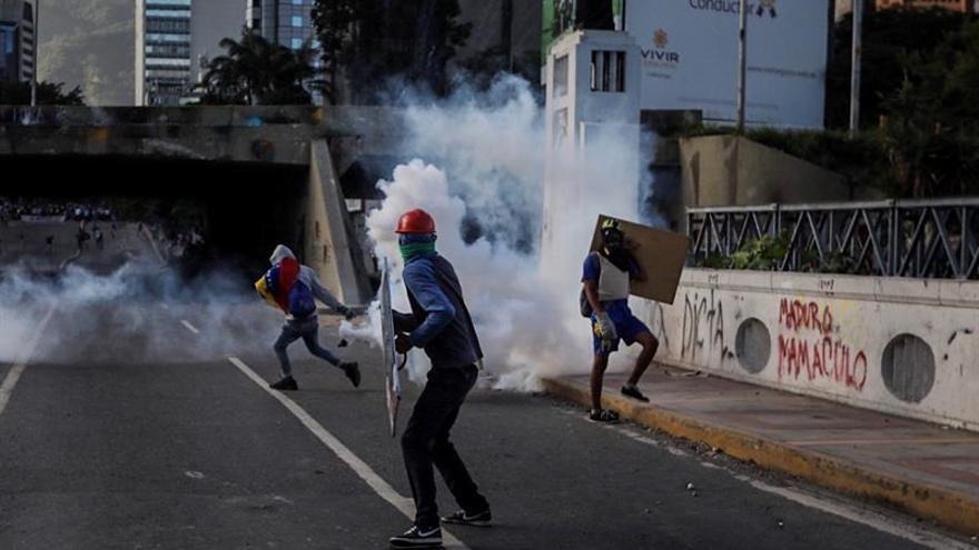 Venezuela cumple 100 días de protestas en medio de una guerra de poderes