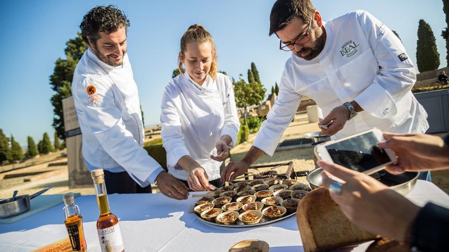 Chefs en la II Jornada Científica de Itálica dedicada a las investigaciones sobre la cultura gastronómica antigua en los yacimientos romanos