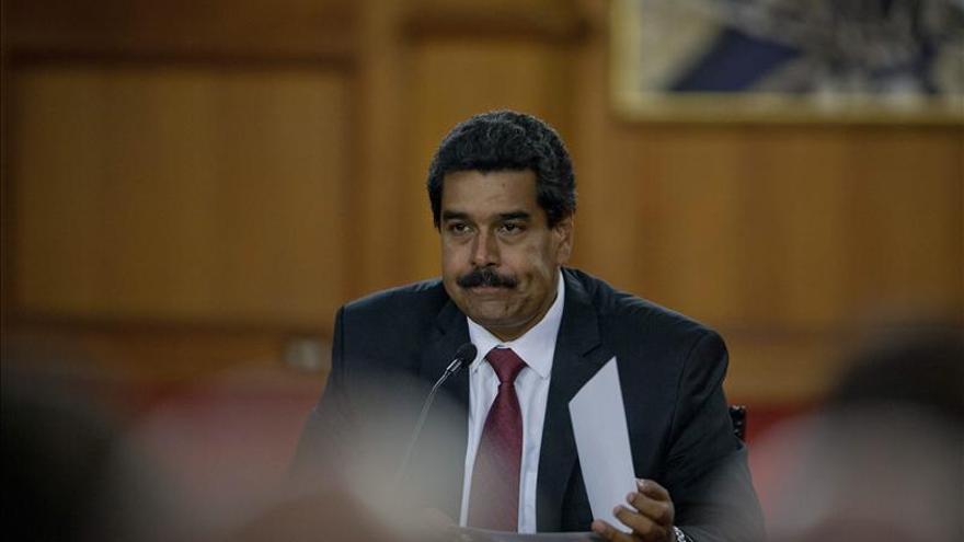 Maduro responsabiliza a Capriles del incendio de dos sedes del PSUV