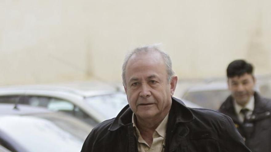 Castro elude la crítica del fiscal y cita a los inspectores de Hacienda el día 25