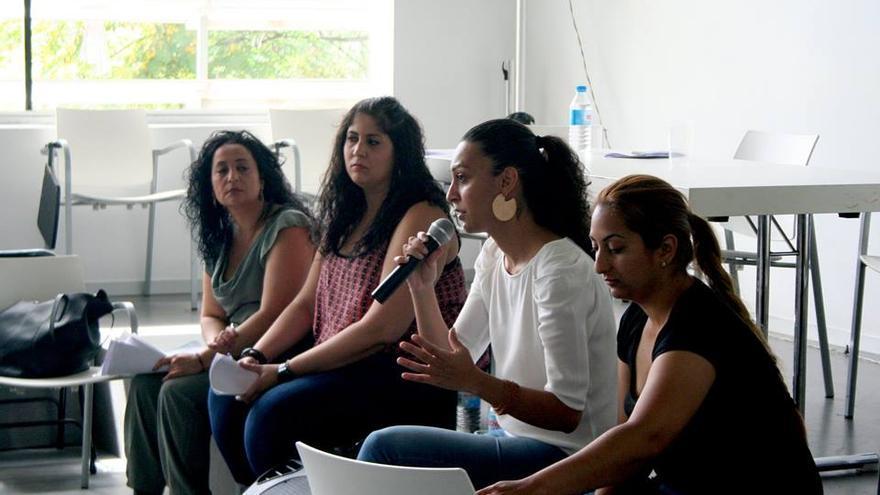 """Ponentes durante las jornadas """"Pensando las relaciones de género en las comunidades gitanas"""""""