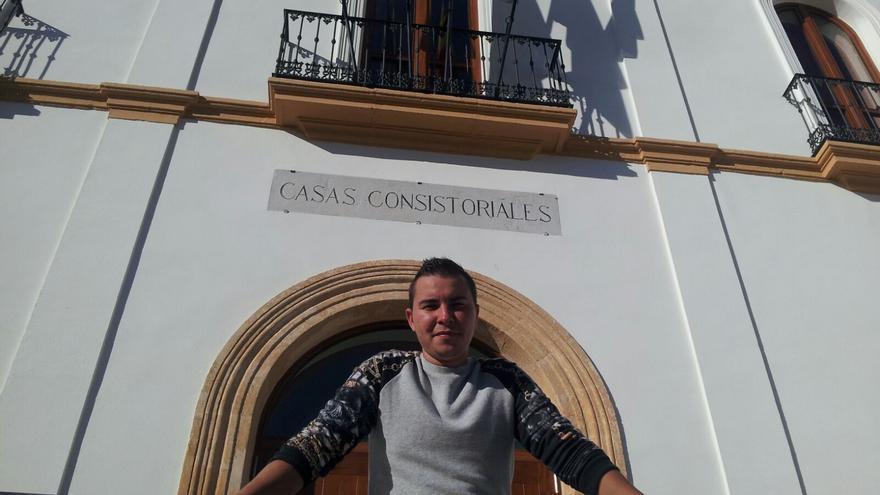 José es uno de los jóvenes transexuales de Posadas que se podrán beneficiar de sus planes de empleo inclusivos.