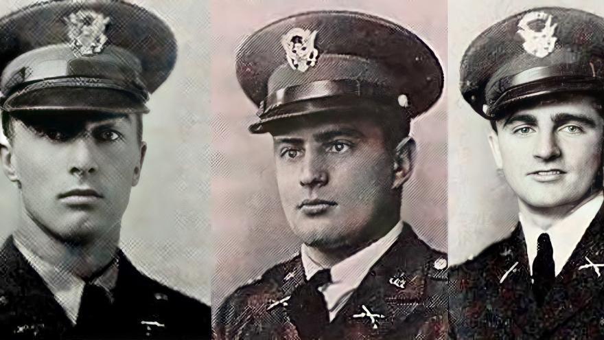 John, Leon y William Etchemendy (de izquierda a derecha) posan en su uniforme del Cuerpo de Entrenamiento de Oficiales de Reserva (ROTC) de la Universidad de Nevada