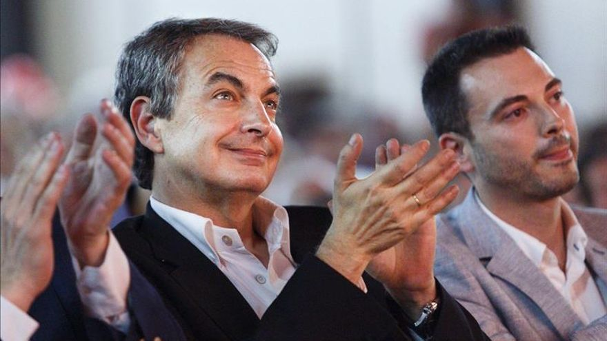 Zapatero dice que el PSOE se compromete mientras otros solo quieren influir