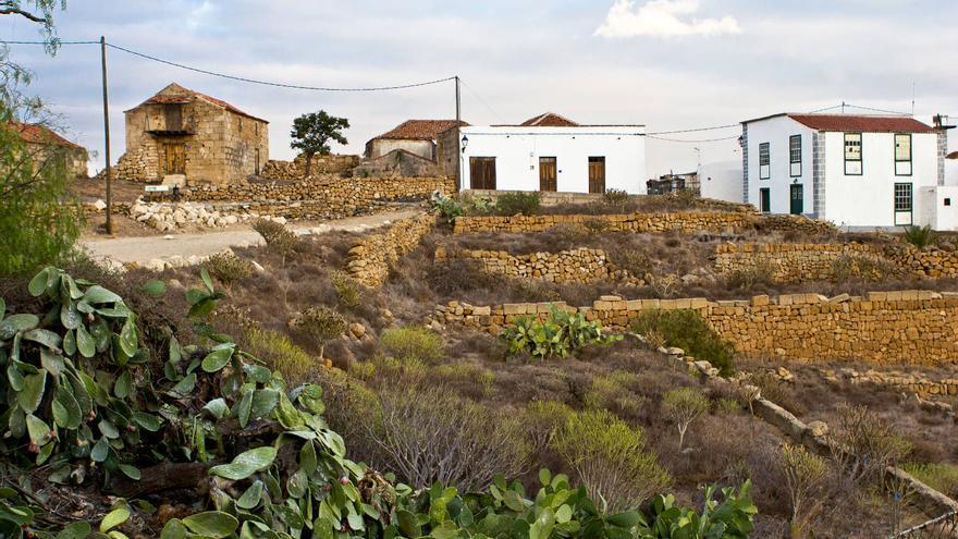 Caserío de Icorn en la antigua carretera del Sur de Tenerife. VIAJAR AHORA
