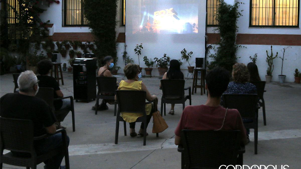Imagen del cine de verano de Rey Heredia