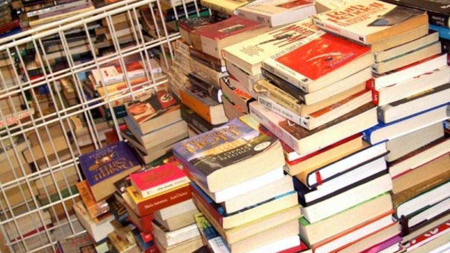 Un ejemplo de los libros donados a la asociación en anteriores campañas / Foto: cedida.