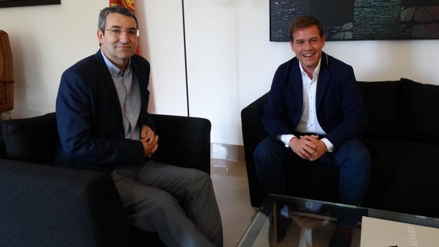Juan Giner (Cs) y Roger Cerdà (PSPV), en la reunión entre ambos representantes