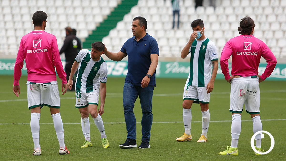 Germán Crespo anima a los jugadores del Córdoba