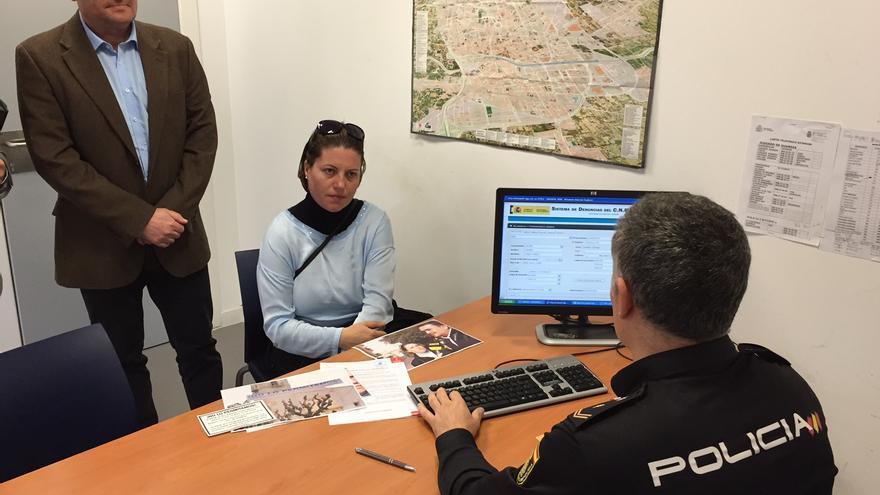 Carmen López y Enrique Ayuso en la Comisaría del Carmen, Murcia