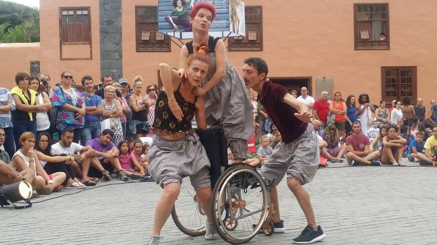La obra `Inestables´ de la compañía Ruedapies en el Festival Venagua