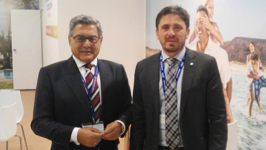 Miguel Ángel Santos, exconsejero delegado de Turismo de Tenerife, junto a Jorge Marichal (derecha), presidente de Ashotel