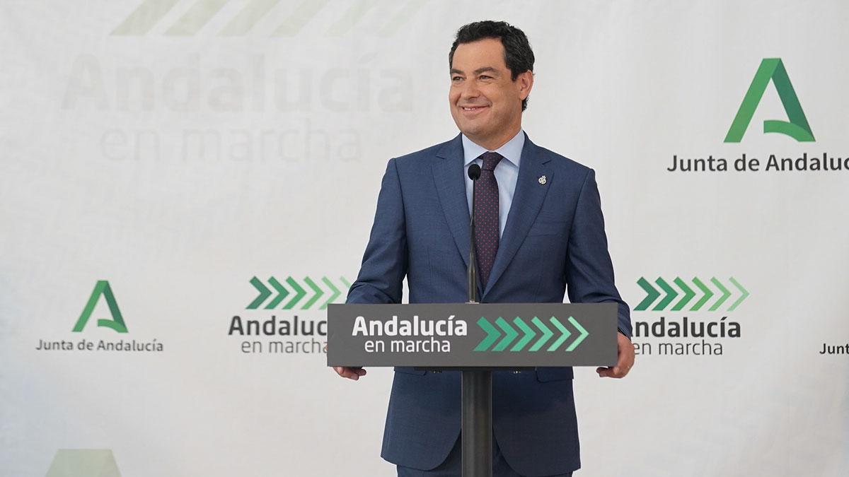 El presidente de la Junta de Andalucía, Juanma Moreno en rueda de prensa