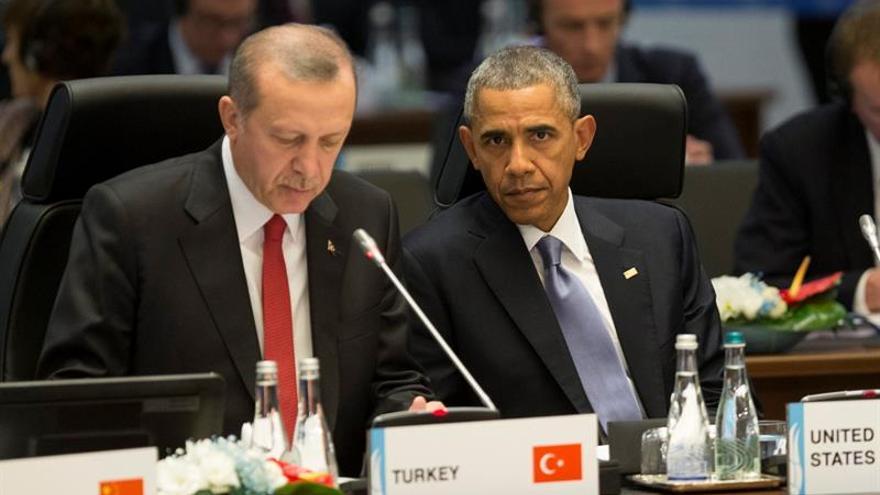 """Obama llama a Erdogan y ofrece """"asistencia"""" tras el atentado de Estambul"""