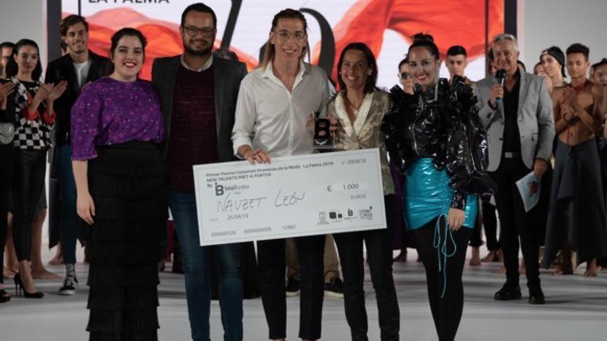 Los ganadores con el consejero Jordi Pérez.