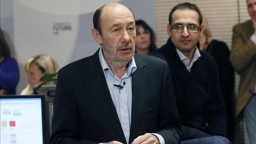 """Rubalcaba cree que hay """"zonas de acuerdo"""" con el Gobierno para combatir el paro"""