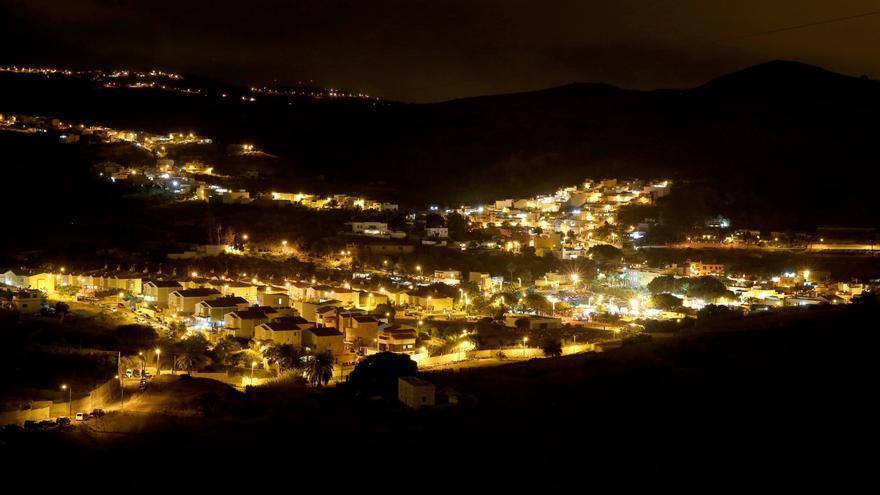 El pueblo de San Lorenzo (Las Palmas de Gran Canaria) poco antes del inicio de sus tradicionales fuegos.