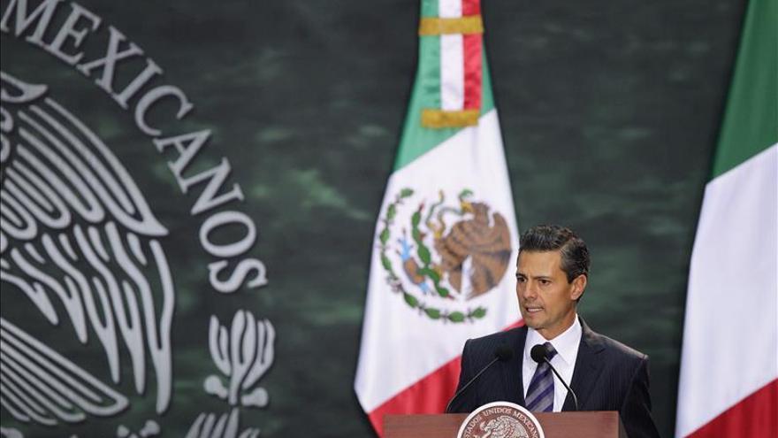 Enrique Peña Nieto, recibido con honores militares por Cavaco Silva