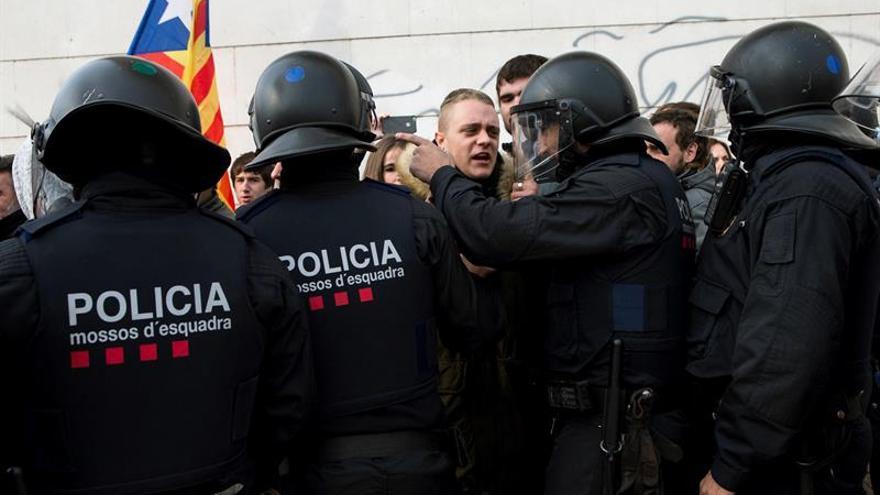 Los Mossos activan un plan para proteger las sedes de los partidos y de la UE ante protestas