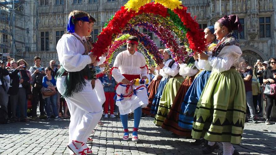 Pastorets y gigantes, gofres y sidra: el folclore español toma Bruselas