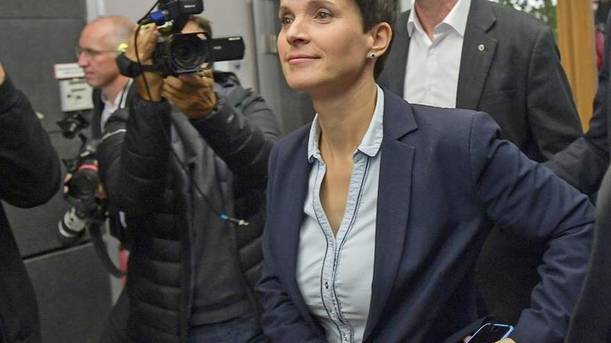 La ultraderechista alemana Petry anuncia por sorpresa que no asumirá su escaño