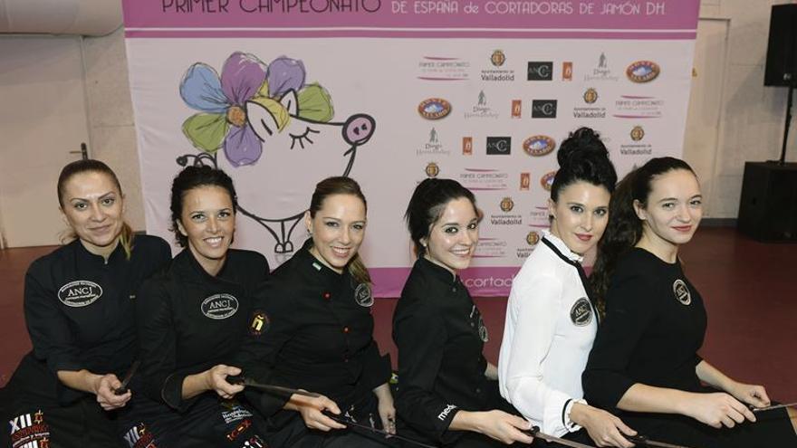 La sevillana Laura Polvillo, campeona de España en corte de jamón