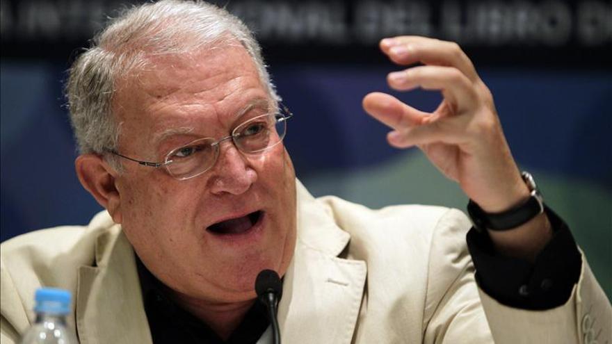 El español JJ Armas Marcelo es nuevo miembro de la Real Academia de la Lengua de Panamá