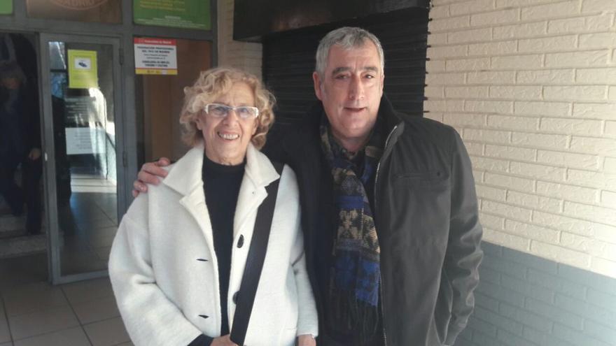 Francisco Pérez y Manuela Carmena, en una foto de diciembre de 2016 que publicó en su cuenta de Twitter.